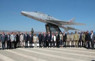 F-16'lar şehitleri selamladı