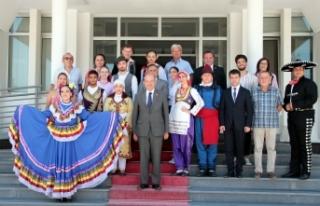 Folklar ekipleri Cumhurbaşkanı Akıncı ve Başbakan...