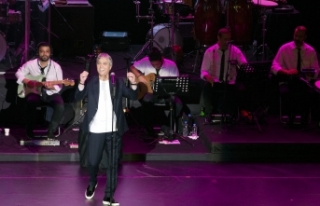Kurtoğlu'ndan muhteşem konser