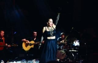 Sertab Erener, dünden bugüne en sevilen şarkılarını...