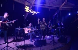 Ahmet Evan, Letafet Lounge Bar misafirlerine yine...