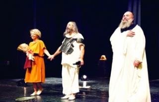 Sokrates'in Son Gecesi sahnelendi