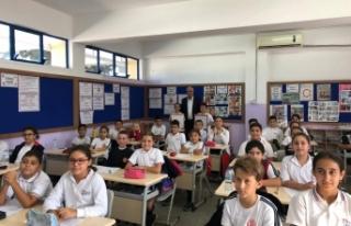 Girne Belediye Başkanı Güngördü, 23 Nisan İlkokulu'nu...