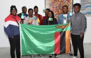 LAÜ'de eğitim gören Zambiyalı öğrenciler için...