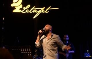 Letafet'te sahne alan Ahmet Evan'ın enerjisine...