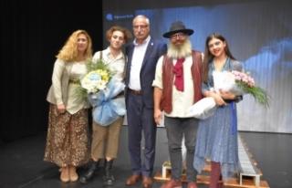 Çatalköy Belediye Tiyatrosu ekibi, uyununu Girne...