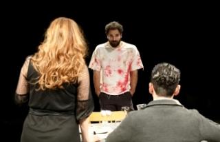 Lefkoşa Belediye Tiyatrosu yeni oyununun prömiyerini...