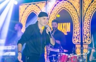 Maxim Royal'de Altay, hayranlarına şarkılarıyla...