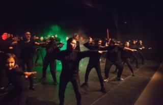 Lefkoşa Belediye Tiyatrosu gençlerinin hazırladığı...