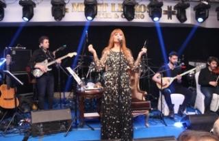 Merit Lefkoşa'da sahne alan Yıldız Tilbe söyledi,...