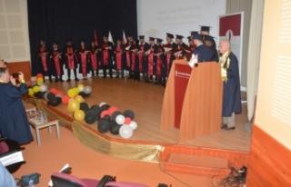YDÜ Eczacılık Fakültesi Güz Dönemi mezunları,...