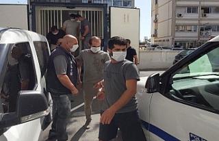Kaçmaya çalışan iki mülteci vuruldu