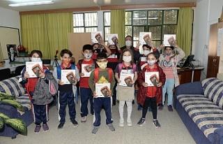 Gönyeli Belediyesi, dört okula 160 tablet bağışladı