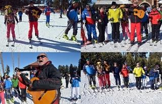 Cıbıltepe Kayak Merkezi'nde güzel havada şarkılara...