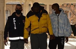 İki yabancı tutuklandı