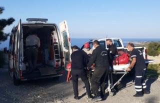Dağlık alanda motosikletten düşerek yaralandı