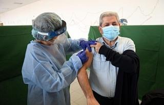 Güney Kıbrıs'ta 210 bin 576 aşı yapıldı