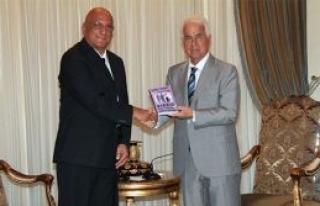 Ahmet Sanver, üçüncü kitabını cumhurbaşkanı...