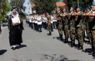 Askeri törenle karşılandılar