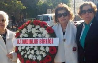 Atatürk Anıtı'na  çelenk koyuldu