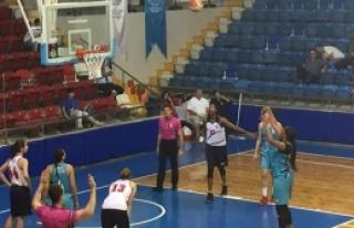 Girne Üniversitesi mağlup 76-72