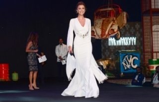 Göz kamaştıran elbise 115 bin TL'ye satıldı