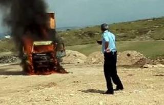 Hafriyat kamyonu alev alev yandı