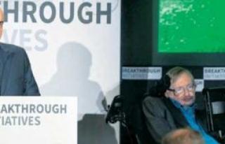 Hawking'le birlikte çalışıyor