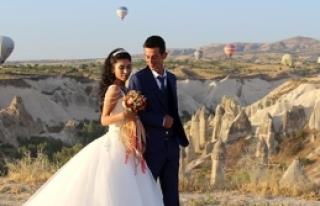 Kapadokya'da balonlu düğün fotoğrafı