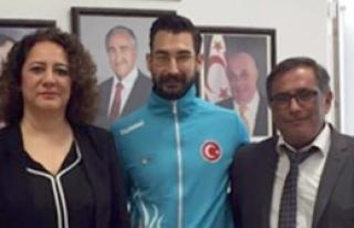 Milli atletimize Turganer'den destek