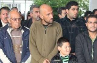 Mustafa Avukat mübrek günde defnedildi