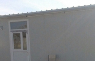 Prefabrik ev yaptırdı