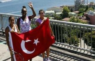 Türk Bayrağı ile poz verdiler