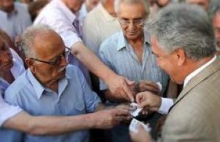 Yunanistan'da kapalı tutulan bankalar açıldı