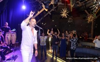 Korhan Saygıner, Merit Park Otel Letafet Lounge'da sahne alarak bayrama enerjik bir başlangıç yaptı
