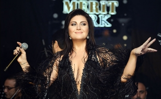 Sibel Can, Merit Park Hotel'de konser verdi