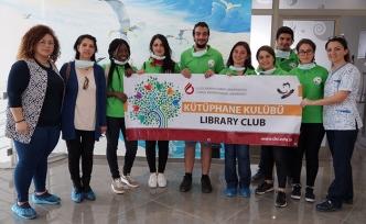 UKÜ öğrencileri, Çocuk Onkoloji Servisi'ne ziyaret gerçekleştirdi