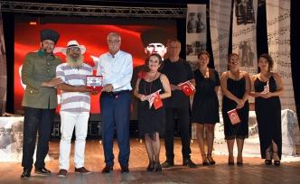 """Girne Kültür ve Sanat Günleri kapsamında """"Esaretten Özgürlüğe"""" isimli tiyatro oyunu sahnelendi"""