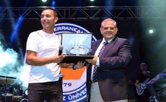 DAÜ'deki Hoş geldin Gecesi' etkinliğinde Mustafa Sandal sahne aldı