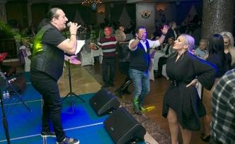 Taverna müziğinin ünlü ismi bir kez daha Merit Lefkoşa'da sahne aldı