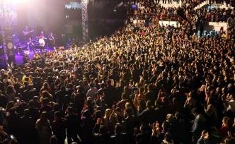 Efsane sanatçı Selda Bağcan, Gazimağusa'da unutulmaz bir konsere imza attı