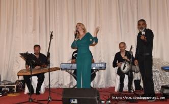 ZAYDER'in organize ettiği yardımlaşma gecesine Bahar Gökhan şarkıları ile destek verdi