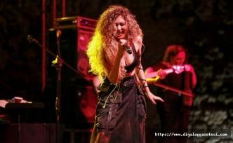 Sena Şener ve Tuna Kiremitçi muhteşem bir konsere imza attı