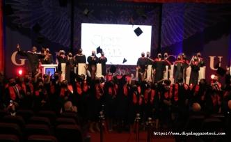 Öğrenciler diploma aldı
