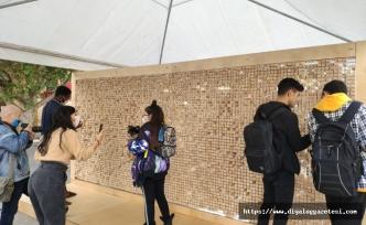 Anı bloklarının olduğu 'Yok Olan Duvar' Lefkoşa'da Dikilitaş yanında sergileniyor