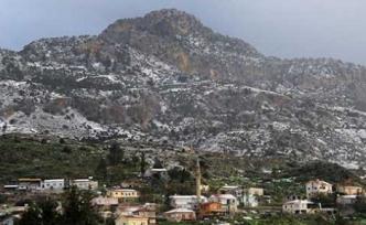 Beşparmak dağları'na kar yağdı
