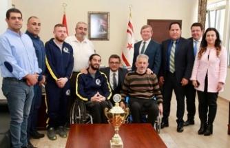 Başbakan engellileri kabul etti