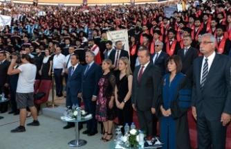 """GAÜ ve KAÜ'nün mezuniyet törenine katılan Akıncı, """"Eğitimde kalite, vazgeçilemeyecek en önemli olgu"""" dedi"""