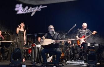 Soner Olgun yaz konserlerinin başlangıcını, Merit Park Hotel bünyesindeki Letafet Bar'da gerçekleştirdi