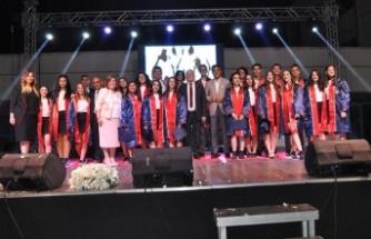 TED Kuzey Kıbrıs Koleji görkemli bir mezuniyet töreniyle liseden ikinci mezunlarını verdi